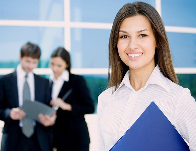 Молодой специалист с юридическим образованием